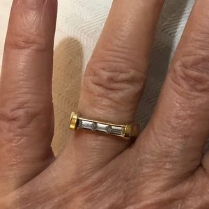 Avon vintage gold and crystal ring